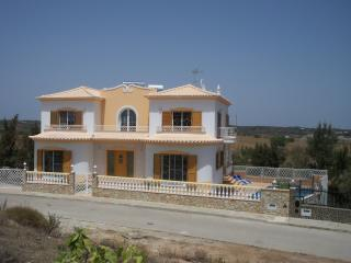 Villa Torro, Swimming Pool, + Wifi., Castro Marim