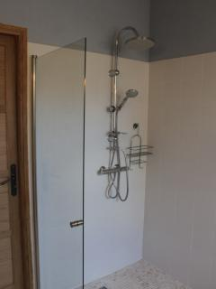 Bathroom - wetroom, wheelchair-friendly