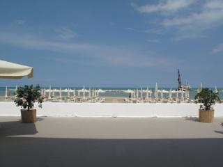 dazzling sea view from terrace ten mins to beach, Abbateggio
