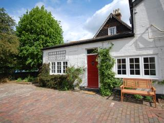 Moleside Cottage (8 mins to mainline station), Marden