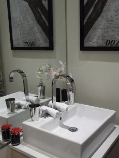 Bathroom - Quantum of Solace Suite