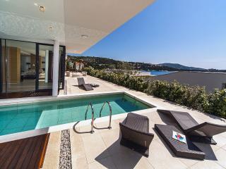 Golden Rays Luxury Villa No 05