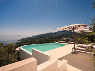 Villa Anatoli Skopelos, Glossa