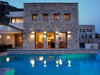 Exclusive 3 bedroom villa with private heated pool, villa Eleana