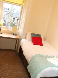 Pretty Single Bedroom With Great Views of Arthur's Seat