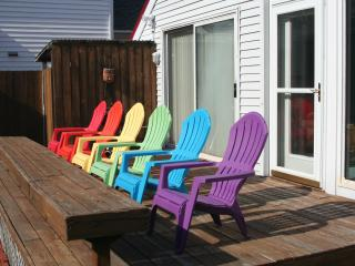 North End! Charming Flamingo Cottage! Book NOW for summer! One block to beach!