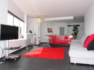 Palma's Best Small Front Line Apartment! FAB WIFI, Palma di Maiorca