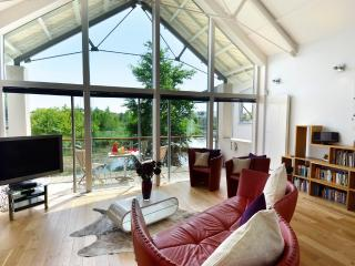 86 Clearwater, Lower Mill Estate/ Sleeps 8 on site spa/south facing/restaurant