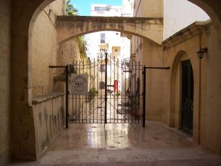 Gated entrance at Cloisters Walk