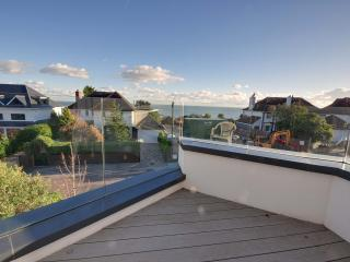 6 Sandbourne - Four bedroom, town house with partial sea views in Alum Chine, Bournemouth