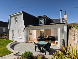 Luxury self catering by the beach - Belcote [Elie Cottage]