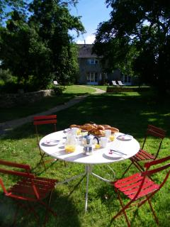 Summer mornings - breakfast French style
