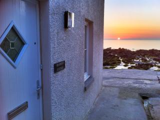 Seafront Cottage - 'sharing sunsets and tides'