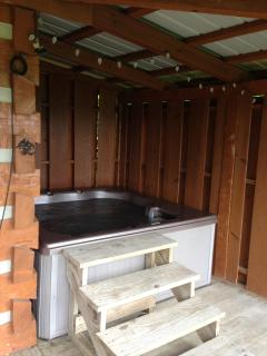 Large 5 Person Hot Tub! Wow the View!