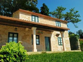 Casa de piedra restaurada de alquiler íntegro, Laxe