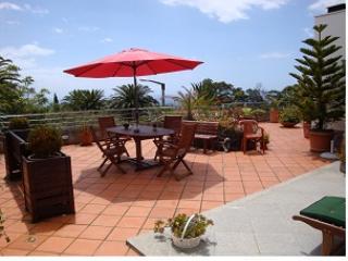 Apartament con vista mar con gran balcón cubierto