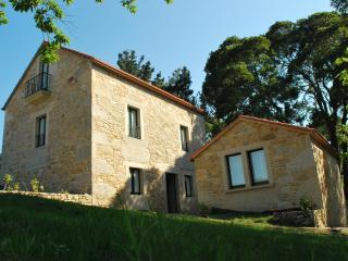 Casa de piedra con lareira y finca, Laxe