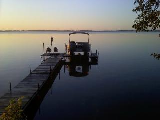 Secluded 3 Br Lake Home 1 hr from Twin Cities. Hottub,Fireplace,Gorgeous Views
