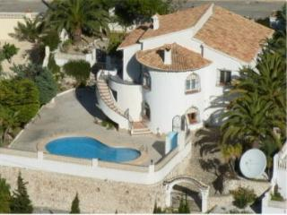 Peaceful detached villa with large private pool and gardens with sea views, Moraira