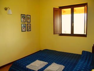 appartamento giallo zona notte