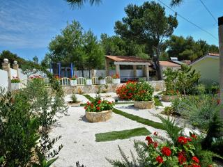 Villa Charming - Four Bedroom Villa with Pool