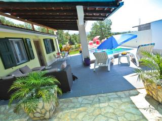 Villa Charming-Four Bedroom Villa with Pool, Milna