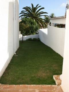Lawned side garden