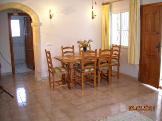 Dining area for 6