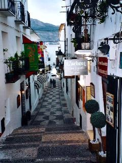 Enjoy the fascinating lanes of Altea old town