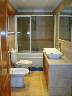 Main bathroom, with jacuzzi!  home feeling and stylish!