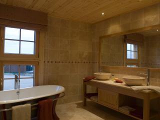 bathroom Bunnahabhain lodge