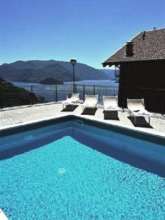 The resident swimming pool at Vista d'Oro Ulivo