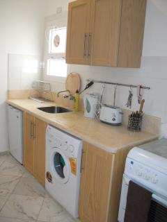 Fitted kitchen with Fridge/Freezer, Oven & washing machine