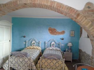appartamento July,  2 posti letto con possibilità di aggiungere una culla, cucinino e bagno