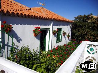 Holiday House in Vilaflor with wifi and garden