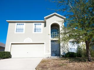 339 Large 4 Bed Home with Pool in Gated Community, Davenport