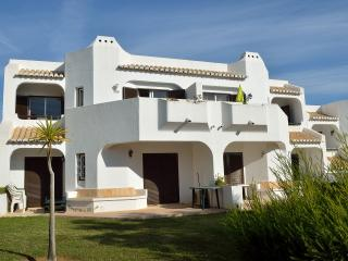 282 Club Albufeira, lovely south facing apt with aircon, UK TV and internet.