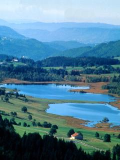 Les lacs, baignade possible l'été