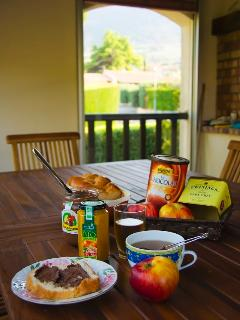 holiday rental in Nyons 4-8 persons with private heated swimming pool, free WIFI, BBQ