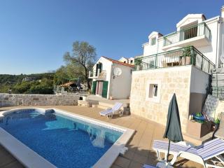 Villa + Cottage Ana, Podgora