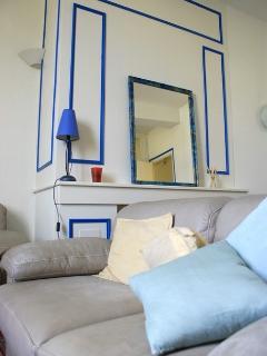 Harmonie en Bleue et blanc dans le salon
