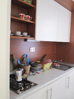 The furnished kitchenette is locate near the entrance, separated from the main room by a door