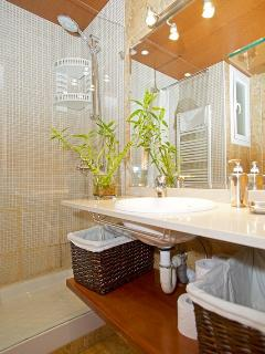 Wide shower space