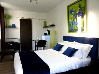 Romarine bedroom