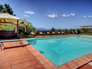 Villa Il Gobbo: Huge Garden, Pool, Hot Tub