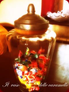 vaso delle caramelle in soggiorno