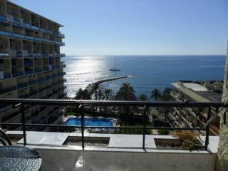 Skol 839 Beachfront Central Location Modern great views and WIFI