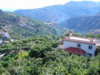 casa en el campo con chimenea, Lentegi