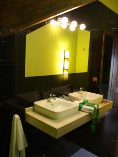 Baño habitación menta