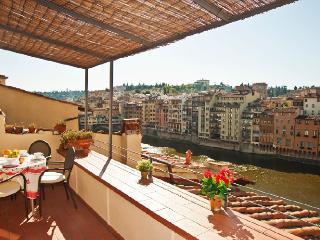 Ponte Vecchio apt con meravigliosa terrazza